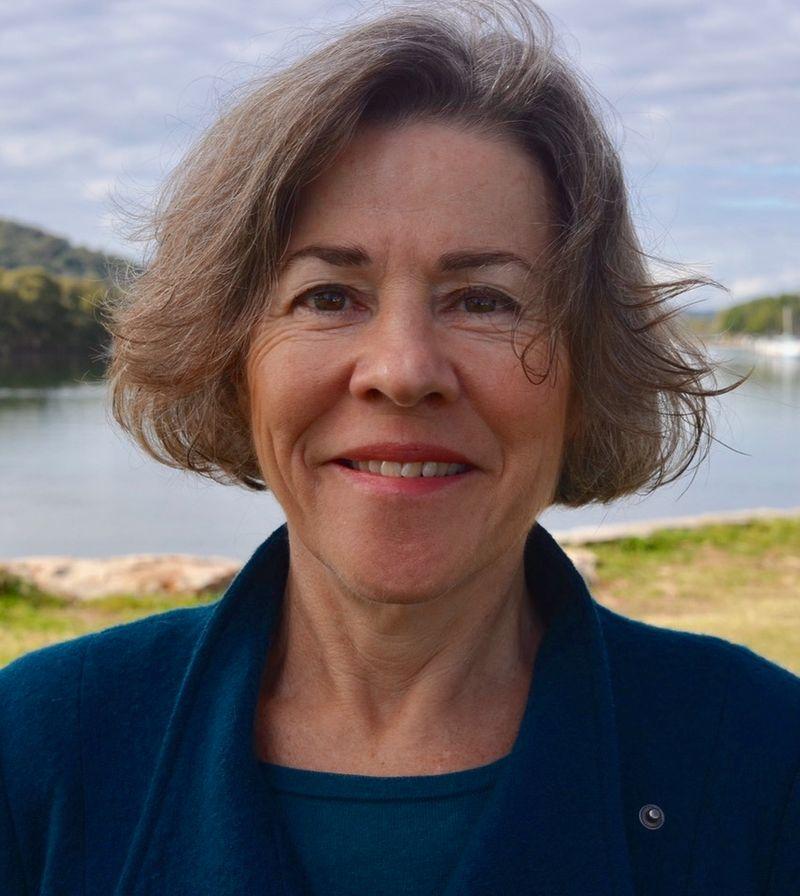 Clinical Psychologist Central Coast - portrait image of Lisa Burns